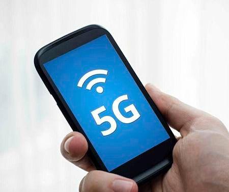 中兴首发5G手机却被抢尽风头!网友:只怪这款比你香