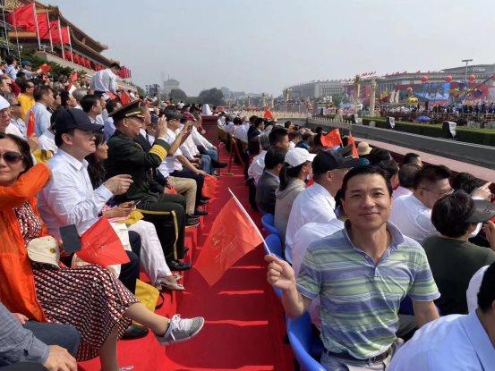 李彦宏、雷军等民营科技企业家谈国庆观礼感受 推动创新成关键词