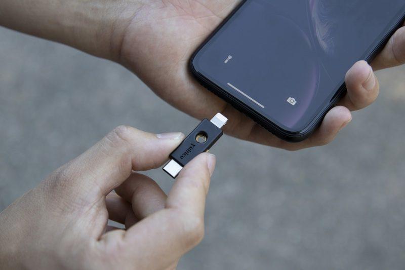 Safari 在 iOS 13.3 开始支持物理安全密钥