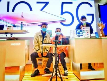 """苏宁""""李佳琦""""一场直播30多万人围观 卖500台手机"""