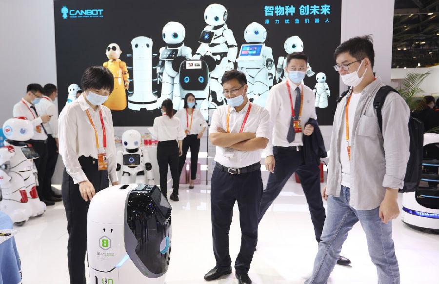 康力优蓝机器人服贸会秀厨艺,服务机器人进家从0到1新篇章