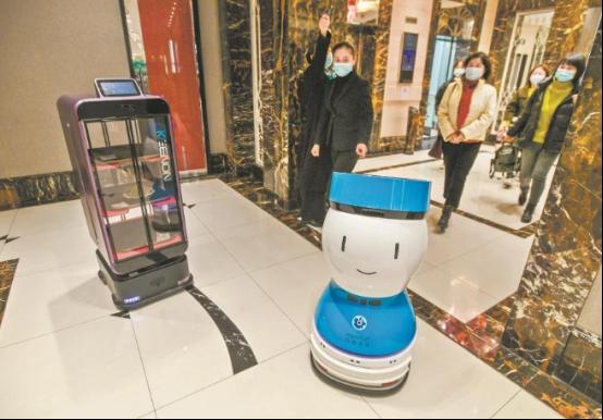 迎宾+送餐,擎朗机器人入驻数家江城知名餐厅