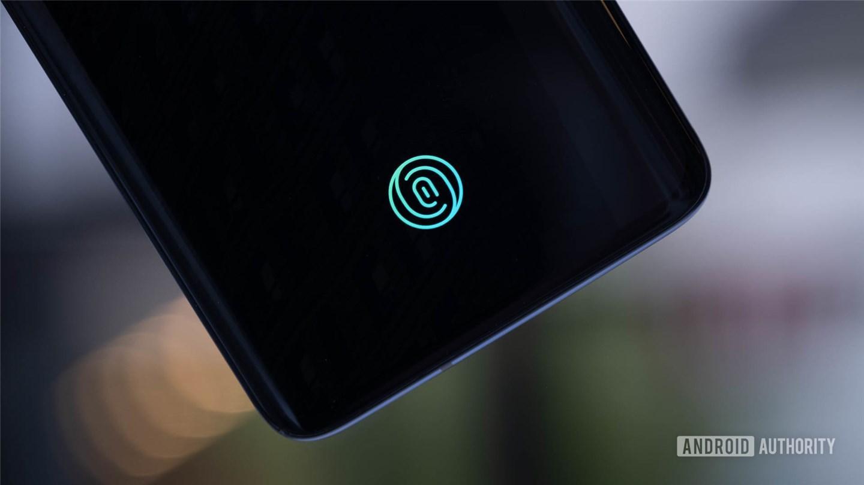 Android 12 开发者预览版代码泄密:Pixel 6 5G 或同时支持屏下指纹、人脸解锁