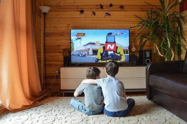 儿童看视频时间每天不应超过1小时,父母需以身作则